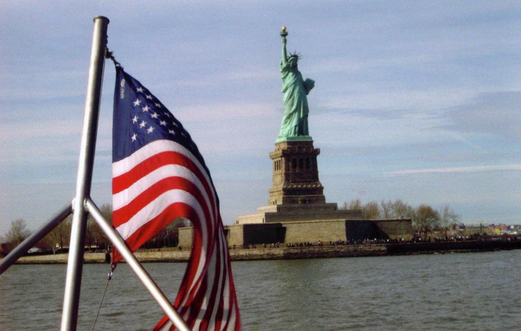 Statueoflibertywithflag