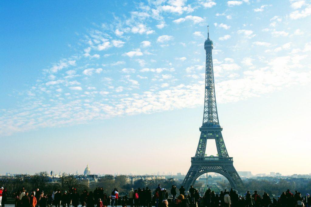 エッフェル塔とパリの街